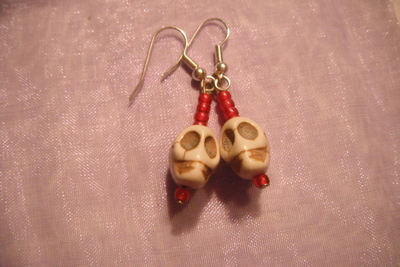 How to make a pair of pendant earrings. Beaded Skull Earrings - Step 7
