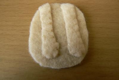 How to sew a fabric animal brooch. Grumpy Cat Brooch - Step 6