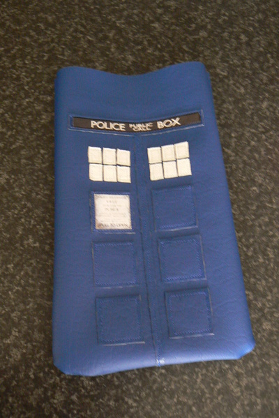 How to make a tablet sleeve. Tardis Kindle Cover - Step 8