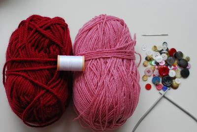 How to stitch a knit or crochet bracelet. Knitted Bracelet - Step 1