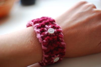 How to stitch a knit or crochet bracelet. Knitted Bracelet - Step 11