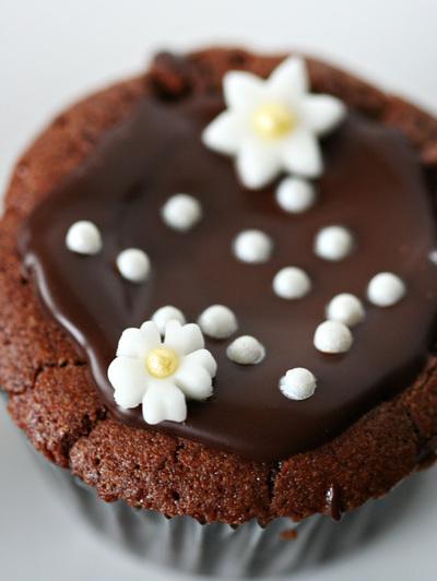 How to bake a chocolate cupcake. Flourless Chocolate Cupcakes - Step 7