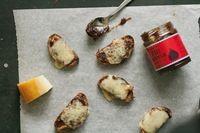 Small fig crostini
