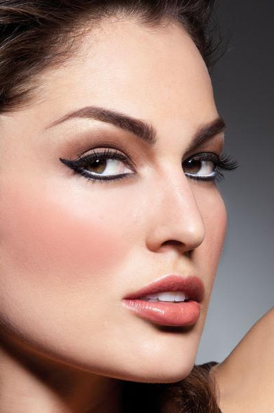 How to create an eye makeup look. Sophia Loren - Step 2