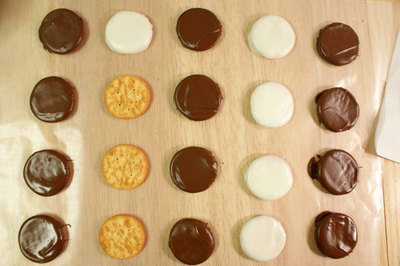 How to make a mint. Thin Mint Copycats - Step 3