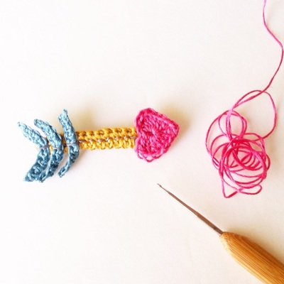How to stitch a knit or crochet heart brooch. Crochet A Cupid's Heart Arrow Brooch - Step 1