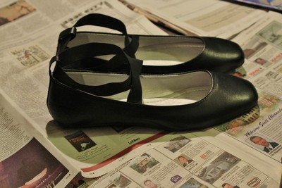 How to make a pair of decoupage shoes. How To Make Your Own Comic Shoes - Step 4