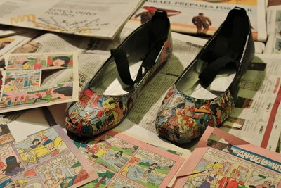 How to make a pair of decoupage shoes. How To Make Your Own Comic Shoes - Step 7