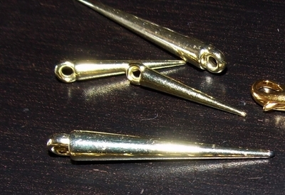 How to make a set of paper earrings. Golden Spike Earrings - Step 1