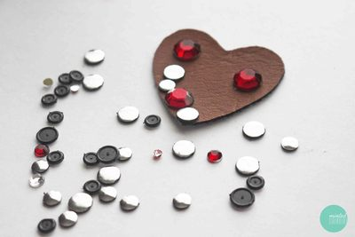 How to embellish a bejewelled brooch. Decoden My Heart Brooch - Step 2