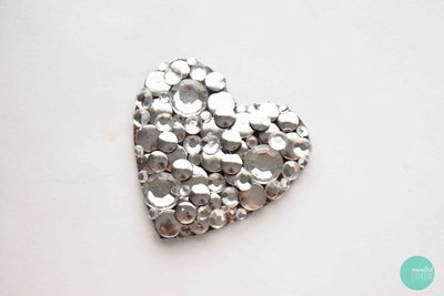 How to embellish a bejewelled brooch. Decoden My Heart Brooch - Step 4
