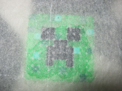 How to make a pegboard bead charm. Minecraft Bead Creeper Keyring - Step 2