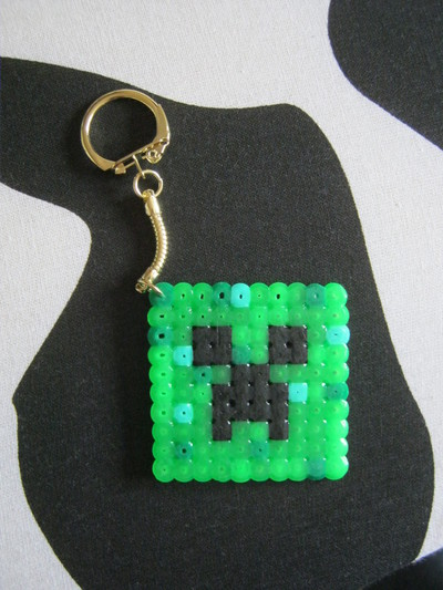 How to make a pegboard bead charm. Minecraft Bead Creeper Keyring - Step 4