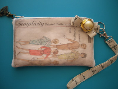 How to make a pouch, purse or wallet. Vintage Pattern Wristlet - Step 14
