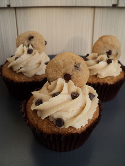 How to bake a cookie cupcake. Chocolate Chip Cookie Dough Cupcakes - Step 3