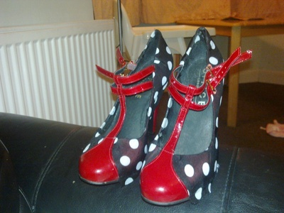 How to make a pair of embellished shoes. Funky Decorated Shoes - Step 2