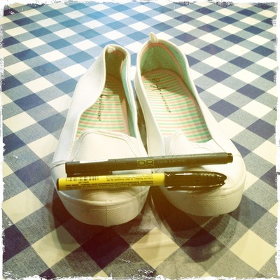 How to paint a pair of painted shoes. Zentangle Flats - Step 1