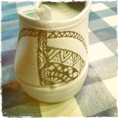 How to paint a pair of painted shoes. Zentangle Flats - Step 2