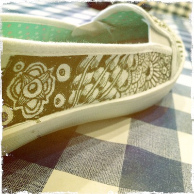 How to paint a pair of painted shoes. Zentangle Flats - Step 4
