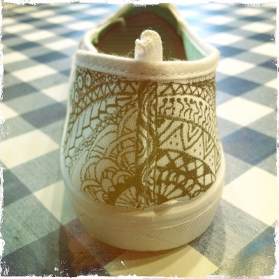 How to paint a pair of painted shoes. Zentangle Flats - Step 5