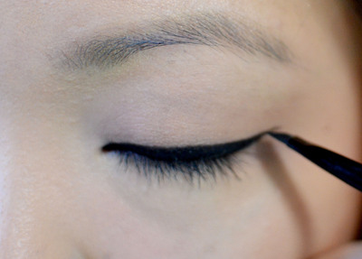 How to create a graphic liner look. Bright Aqua Liner - Step 2