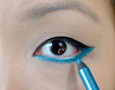 How to create a graphic liner look. Bright Aqua Liner - Step 3