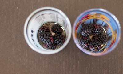 How to mix a bramble cocktail. Bourbon Blackberry Bramble - Step 2
