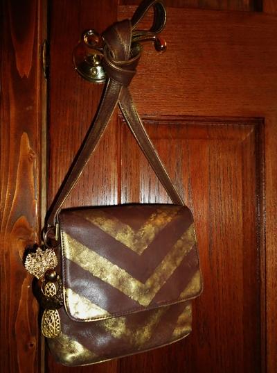 How to make a shoulder bag. Brushed Gold Chevron Purse - Step 7