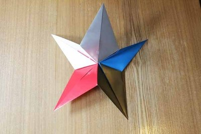 How to fold an origami shape. Origami Star - Step 3
