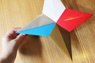 How to fold an origami shape. Origami Star - Step 4