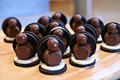 How to decorate an animal cookie. Oreo Turkey Treats!!! - Step 3
