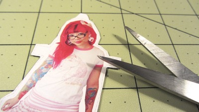 How to make a paper necklace. Twinkie Chan Paper Doll Necklace - Step 13