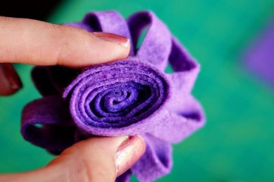 How to make a gift bow. Reusable Felt Gift Bow Or Hair Accessory  - Step 3