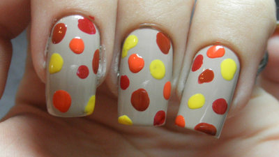 How to paint an animal nail. Leopard Nail Art - Step 2