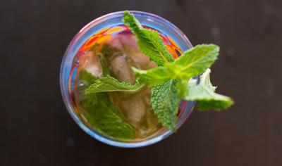 How to mix a bourbon cocktail. Mint Julep - Step 5