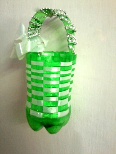 How to make a recycled bag. Basket From Soda Bottle! - Step 12