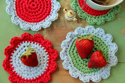 How to stitch a knit or crochet coaster. Crochet Coasters - Step 1