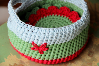 How to stitch a knit or crochet coaster. Crochet Coaster Basket - Step 3