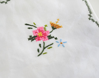 How to stitch a stitched brooch. Upcycled Embroidery Brooch - Step 1
