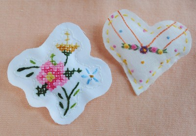 How to stitch a stitched brooch. Upcycled Embroidery Brooch - Step 3