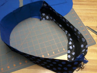 How to make a vinyl record purse. Vinyl Record Bag Step By Step - Step 16