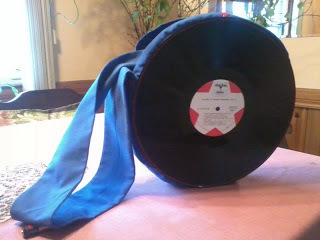 How to make a vinyl record purse. Vinyl Record Bag Step By Step - Step 34