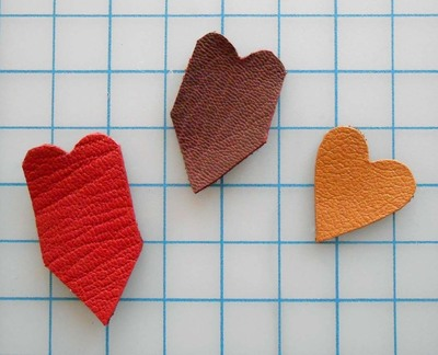 How to make a paper necklace. Chevron Heart Necklace - Step 10