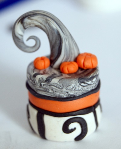 How to sculpt a clay cake. Nightmare Before Christmas Inspired Charm/Pendant - Step 7