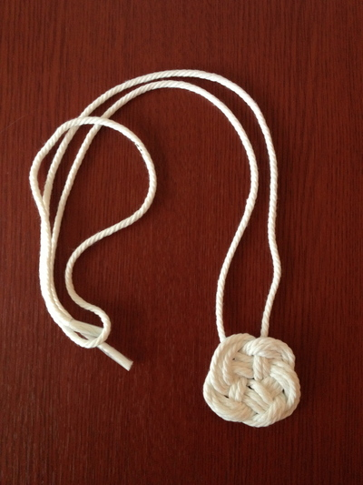 How to braid a necklace. Diy: Dip Dyed Knot Necklace - Step 1