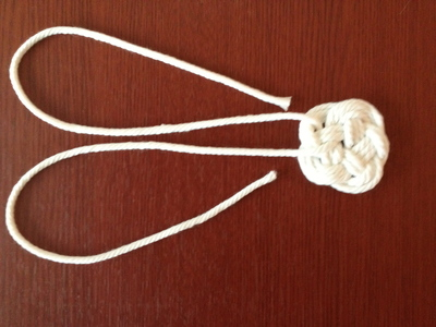 How to braid a necklace. Diy: Dip Dyed Knot Necklace - Step 2