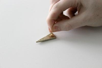 How to make a set of paper earrings. Diy: Metallic Spike Earrings - Step 4