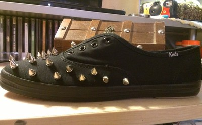 How to make a pair of embellished shoes. Spiked Keds - Step 8
