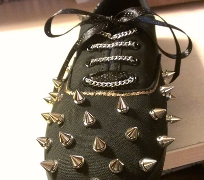 How to make a pair of embellished shoes. Spiked Keds - Step 12
