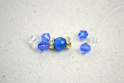 How to make a beaded ring. Diy Bow Rings For Mothers Day Out Of Seed Beads And Glass Beads  - Step 2